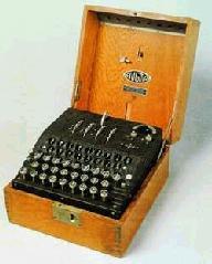 obr.4 Enigma - německý elektromechanický šifrovací stroj (<em>čtyř rotorová verze používaná Krizgsmarine od únoru 1942</em>)