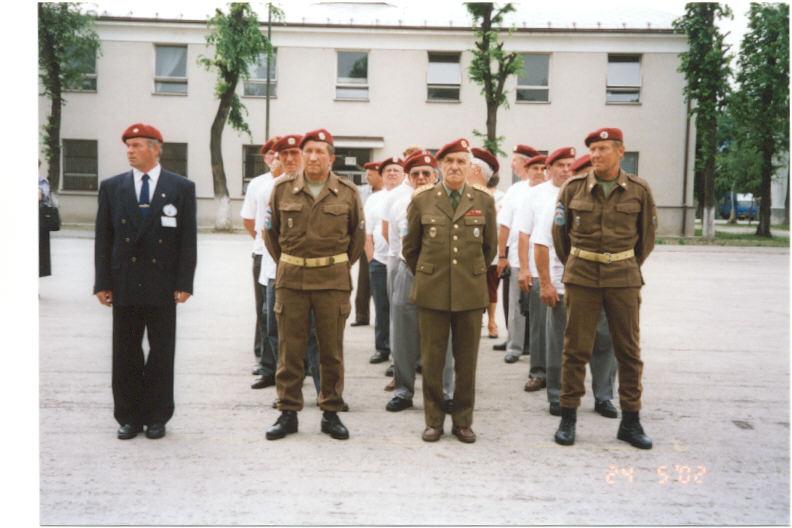 Vysadkovi veterani z CR pri slavnostnom nastupe