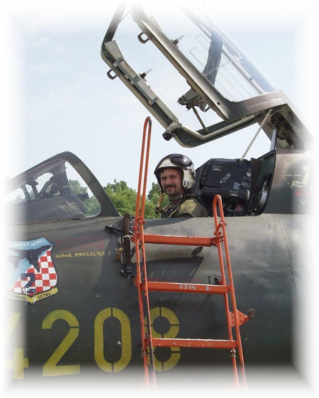 V_kabin___Su-22_4208_po_letu