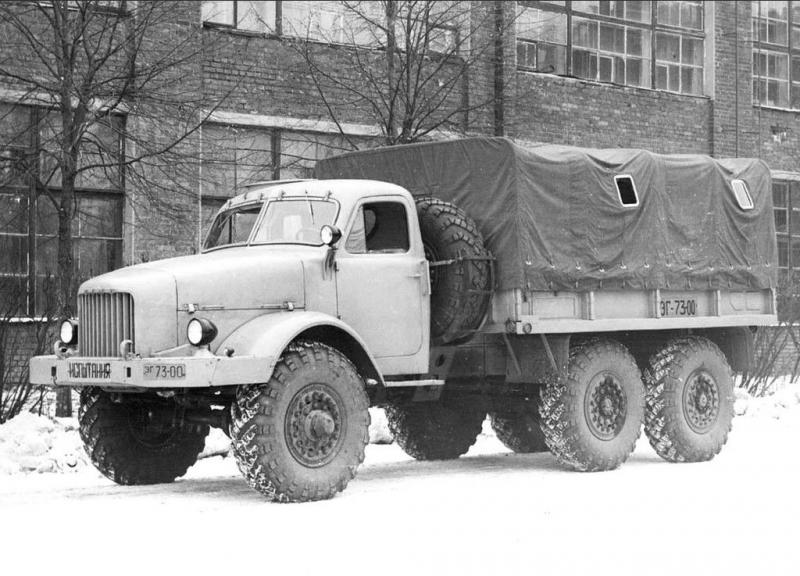 Jeden z prototypov Ural-375, valníkový automobil NAMI-020