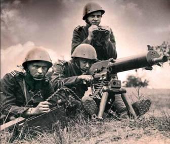 Československí vojaci s ťažkým guľometom vz. 24