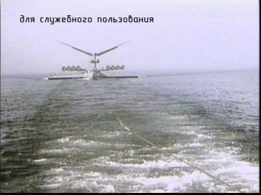 Záběr z vlečného remorkéru na km kdesi na hladině řeky volhy