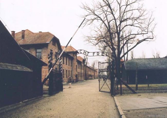 Vstupní brána tábora Osvětim I.