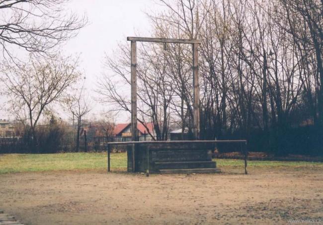 Šibenice, na které byl oběšen Lagerkomandant Rudolf Höss v roce 1947