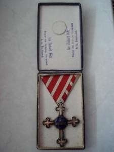 Kríž II. triedy v krabičke [foto: Ivan Chudý]