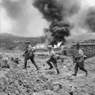 Příslušníci 1. praporu Pluku vévody z Wellingtonu na Pantellerii; Zdroj/Source: http://www.iwm.org.uk/collections/item/object/205195574, © IWM