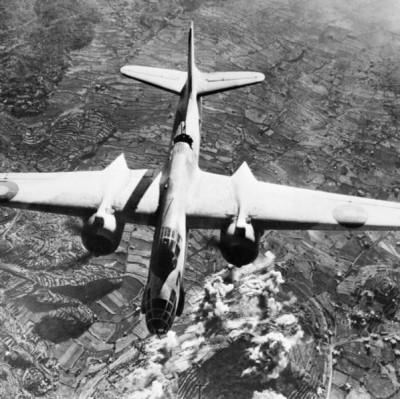 Douglas A-20 Boston provedl nálet na italskou dělostřeleckou baterii na Monte San Elmo; Source/Zdroj: http://www.iwm.org.uk/collections/item/object/205196143, © IWM