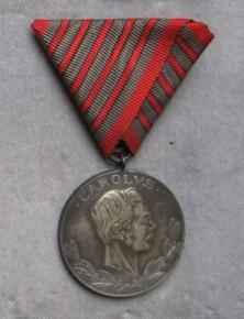Medaila za päť zranení. [foto: Ivan Chudý]