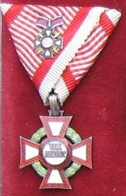 Vojenský záslužný kríž III. triedy s malou dekoráciou II. triedy [Foto: Ivan Chudý]