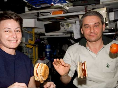 Peggy Whitson a Valerij Korzun na mezinárodní orbitální kosmické stanici ISS
