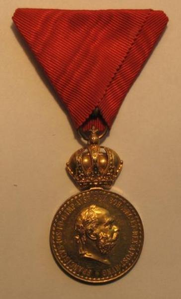 Bronzové Signum laudis cisára Františka Jozefa I. na civilnej stuhe [foto: Ivan Chudý]