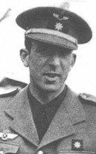 Angel Salas Larrazábal - prvý velitel Španielov