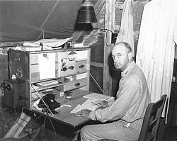 Generál námořní pěchoty A.A. Vandegrift na Guadalcanalu v srpnu 1942