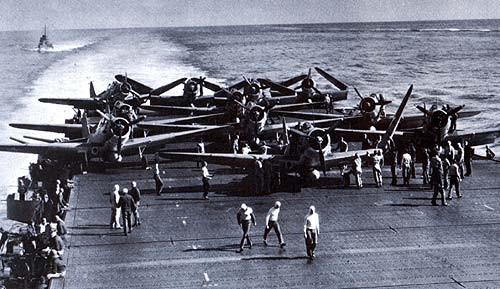 letouny TBD-Devastator na letové palubě Enterprise