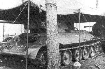 Tank T-34/76 používaný 3.SS tankovou divizí Totenkopf